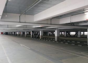 金城ふ頭駐車場内