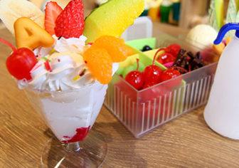 フルーツパフェの食品サンプル