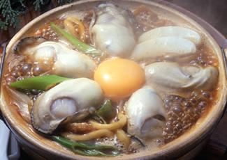 山本屋本店の牡蠣入り味噌煮込うどん