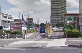 マックスバリュ徳川明倫店の駐車場の入口(西側)