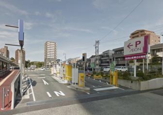 マックスバリュ徳川明倫店の駐車場の入口(東側)