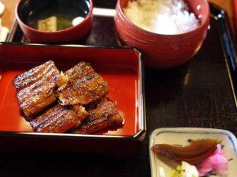 「あつた蓬莱軒本店」の長焼定食(4切れ)