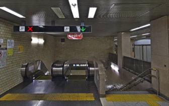 鶴舞線に続くエスカレーターと階段