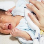 新生児の夜泣きはいつからいつまで?アンケート結果や原因も!