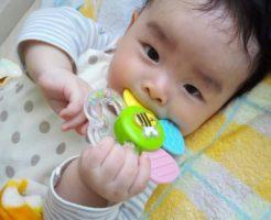 赤ちゃんと歯固め